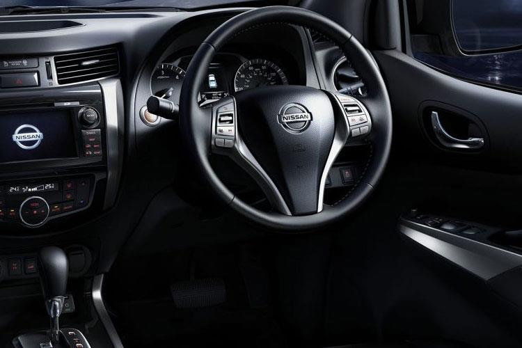 Nissan Navara PickUp King Cab 4wdS 2.3 dCi 4WS 163PS Acenta Pickup Double Cab Manual [Start Stop] inside view